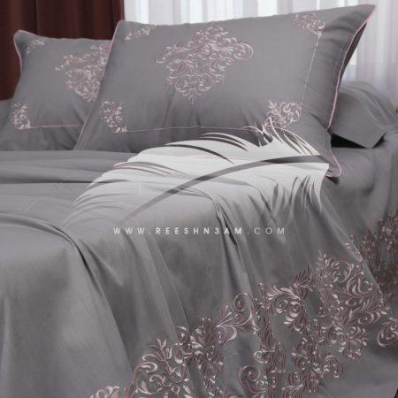 طقم سرير مطرز بخيوط الحرير